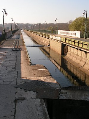 Briare aquaduct drained for maintenance