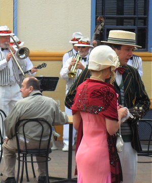 Jazz band and period dress in Napier with lovely pair of buttocks!