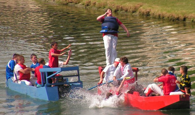 Water jousting at Melun