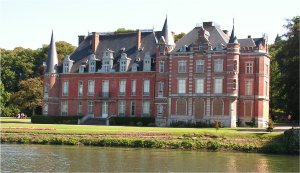A pink chateau on the Meuse