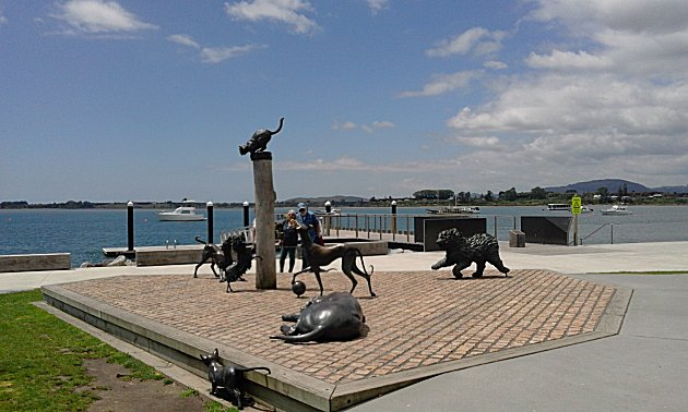 Bronze sculptures on Tauranga sea front