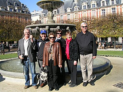 5 Kiwis and a Pom at Place Vosges