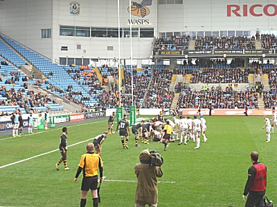 Exeter attack the Wasps try line